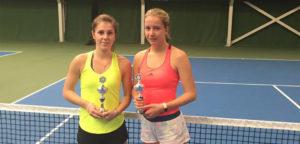 Victoria Kalaitzis en Sinja Kraus - © Wilson Tennis Academy Genk (Facebook)
