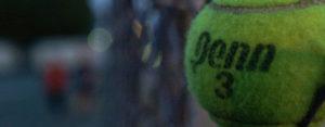 Tennisbal - © Arnett Gill (www.Flickr.com)