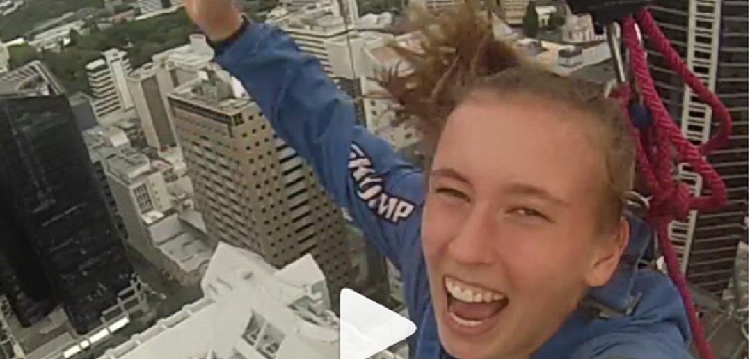 Elise Mertens springt van toren van 192 meter | Tennisplaza