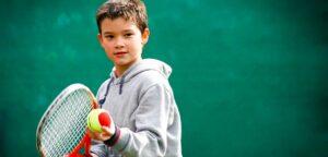 Tennisjongen - © StratosGiannikos (iStock)