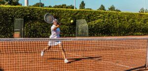 Tennissende vrouw - © Lorado (iStock)