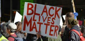Black Lives Matter-betoging - © vivalapenler (iStock)