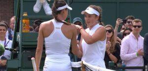 Ajla Tomljanovic en Jelena Ostapenko - © YouTube